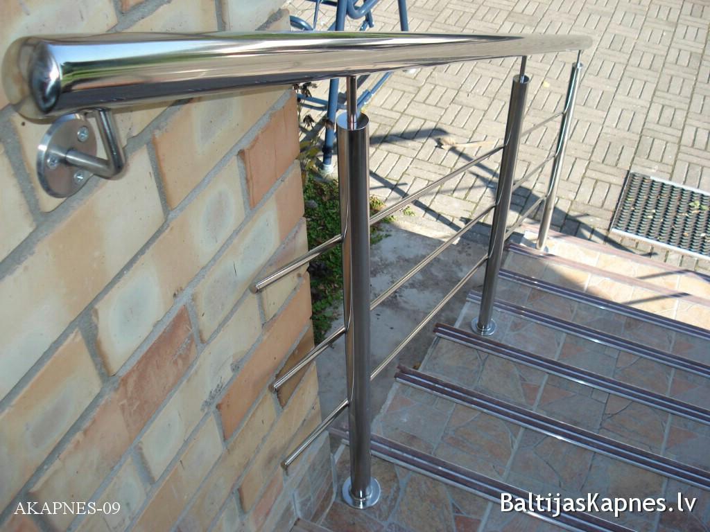 Ārējās kāpnes, margu konstrukcija