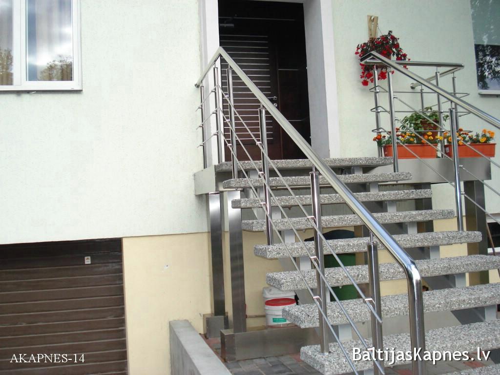 Ārējās kāpnes parādes ieeja
