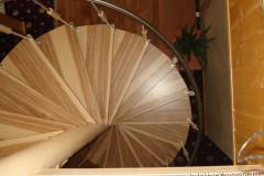 Винтовая лестница c перилами